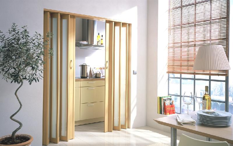 Двери гармошка вариант поворотно-складной инженерной дверной системы